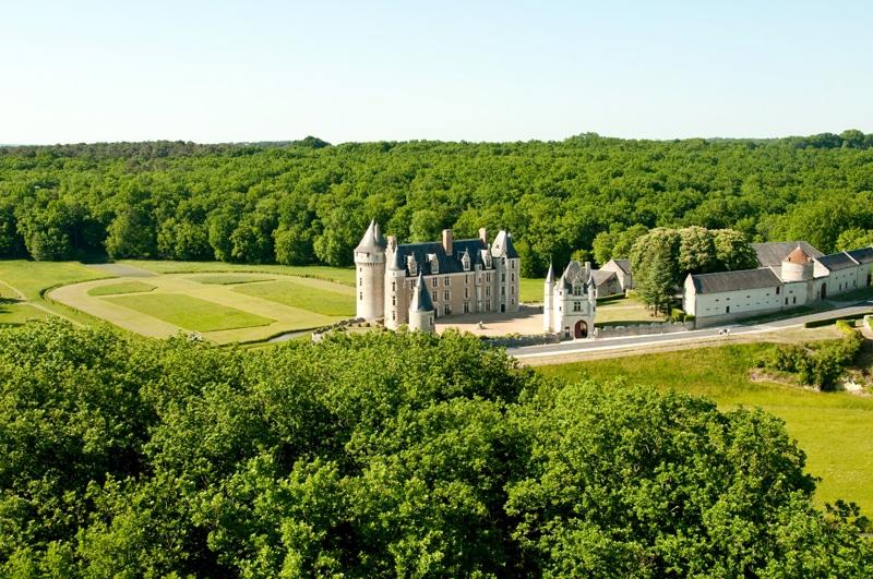 Vue aérienne du Chateau de Montpoupon