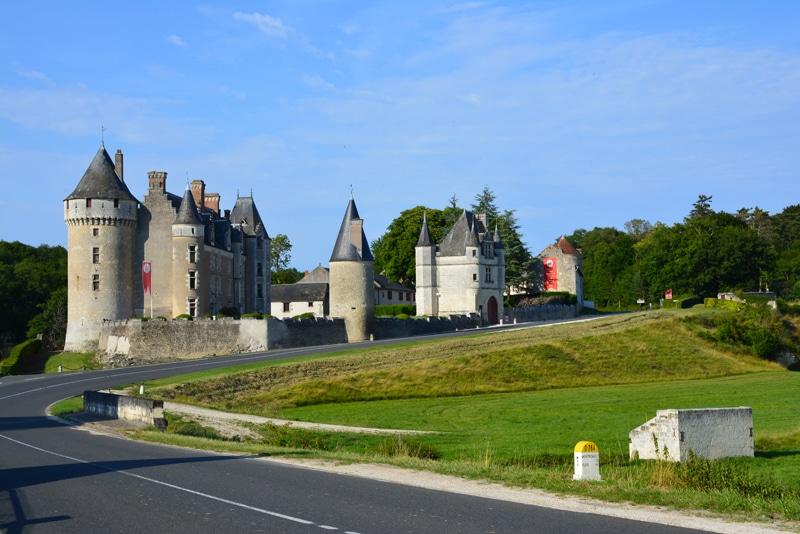 Vue de la route du Chateau de Montpoupon