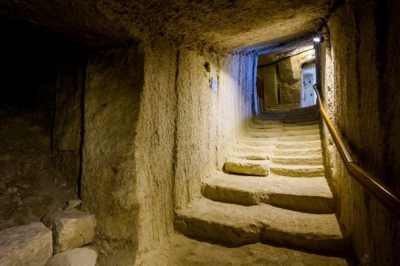Cave Troglodytes à Bourré